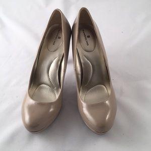 Bandolino nude patent heels size 9.5